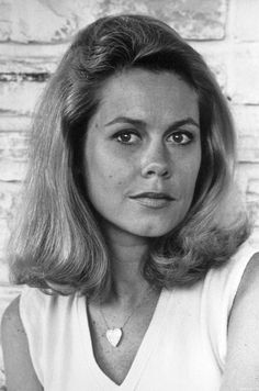 Elizabeth Montgomery- Samantha Stevens on Bewitched Agnes Moorehead, Classic Beauty, Timeless Beauty, Classic Tv, Illeana Douglas, Gorgeous Women, Most Beautiful, Divas, Bewitched Elizabeth Montgomery