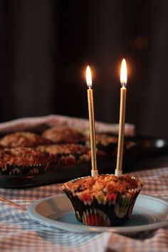 Mietteitä ja mustikkaisia muffinseja. Blåbärsmuffins. Blueberry. Baking. Birthday.