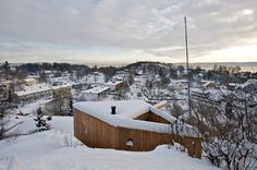 This angular cabin juts out from the hillside of mostly rural Asker, Norway. The cabin has been designed by the Norwegian architecture firm, Tiny Cabins, Cabins And Cottages, Small House Design, Modern House Design, Nordic Living, Nordic Design, Home Photo, Modern Architecture, Norway