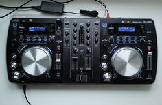 Pioneer XDJAero: a DJ controller that loves music, hates wires.