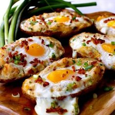 Twice Baked Bacon & Egg Potatoes. Your favorite breakfast foods all in one dish! Twice baked potatoes with bacon & egg are perfect for brunch breakfast or even for dinner! Breakfast For Dinner, Breakfast Recipes, Brunch Recipes, Breakfast Ideas, Bacon Breakfast, Baked Potato Recipes, Twice Baked Potatoes, Cooking Recipes, Healthy Recipes