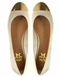 Perfect little gold-tipped flats.