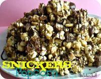 Snickers Popcorn, Popcorn Recipes, Snack Recipes, Dessert Recipes, Flavored Popcorn, Gourmet Popcorn, Popcorn Snacks, Dinner Recipes, Yummy Snacks