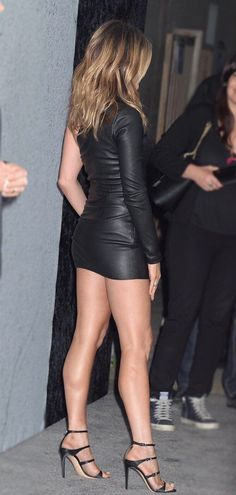 Fotos Da Jennifer Aniston, Jennifer Aniston Legs, Jennifer Aniston Pictures, Jennifer Lopez Legs, Jennifer Garner, Jeniffer Aniston, Beauté Blonde, Pernas Sexy, Sexy Legs And Heels
