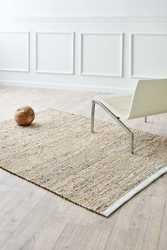Modern jute & leather mix rug by Rug Solid. Nordic Home, Scandinavian Home, Next Rugs, Interior Styling, Interior Design, Jute Rug, Nordic Design, Minimalist Interior, Grey Rugs