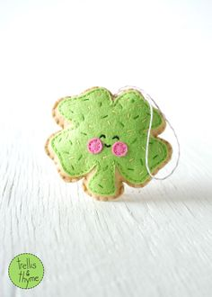 PDF Pattern - Sugar Cookie Shamrock, St. Patrick's Day Ornament Pattern, Kawaii Softie Sewing Pattern, Felt Ornament Pattern by sosaecaetano on Etsy https://www.etsy.com/listing/263080586/pdf-pattern-sugar-cookie-shamrock-st