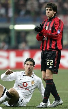 This file picture dated March 2005 shows Portuguese Cristiano Ronaldo of Manchester United on the floor watching Brazilian Kaka of AC Milan clapping his hands during their Champion's league Get premium, high resolution news photos at Getty Images Football 2018, Football Icon, Football Is Life, Football Match, Football Soccer, Milan Football, Football Moms, Madrid Football, World Best Football Player