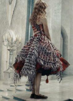 Este vestido es de cuando alicia se hace gigante este vestilo lo hicieron en dos partes una consistia en el vestido para ponerselo a alicia y otra en las cortinas