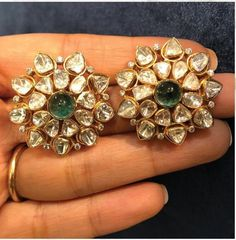 Gold Jhumka Earrings, Jewelry Design Earrings, Gold Earrings Designs, Emerald Earrings, Emerald Jewelry, Gemstone Earrings, Stud Earrings, Emerald Gemstone, Choker Necklaces