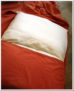 Been looking for easy instructions to make a dog bed. Could this be the one? #DIY #DIYPets