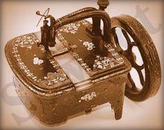 Singer turtleback sewing machine
