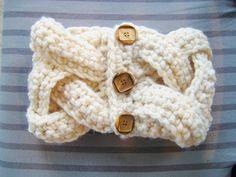 FREE PATTERN:  Alicia Cowl by Crochet Dreamz.  Very cool.