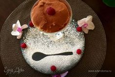 Тирамису с малиной  Побалуйте себя и близких нежным десертом из маскарпоне с малиной. Украсьте готовый тирамису какао, свежими ягодами и наслаждайтесь непревзойденным вкусом. #готовимдома #едимдома #кулинария #домашняяеда #тирамису #десерт #малина #ягоды #свежие #нежныйдесерт #маскарпоне #угощение #сладкое