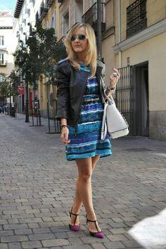 Look of rhe day.  Zipped dress. www.myladytrends.com