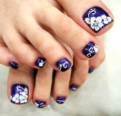 Pretty Purple pedi toe nail design!!