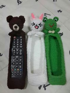 Always losing the remote Crochet Case, Crochet Cat Pattern, Crochet Flower Patterns, Crochet Patterns Amigurumi, Crochet Gifts, Cute Crochet, Crochet Dolls, Crochet Stitches, Crochet Organizer