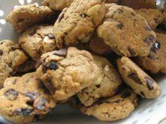 Yulaflı Kurabiye - Pınar Ergen #yemekmutfak.com - Yulaflı kurabiye üzüm, fındık, çikolata ve tarçın aromalı ve yulaf kepeği kullanarak yapılan bir kurabiyedir. Kurabiye seviyorsanız bu tarif tam size göre.