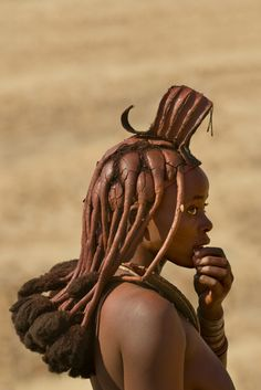 Chocolate woman  | Africa | Portrait of a Himba woman with traditional Himba hairstyle, Puros Conservancy, Damaraland, Namibia | © Frans Lanting