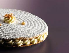 Le Saint-Louis de Christophe Michalak (recipe in french) Chefs, Cake Recipes, Dessert Recipes, Dacquoise, Cake Makers, Colorful Cakes, Pumpkin Dessert, French Pastries, Sweet Tarts