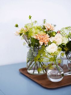 Flowers on a tray in a lovely home and studio in Sweden's oldest town. Anna Kern / Elle Decoration.