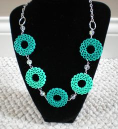 Blue circle necklace perler beads by Hama Beads Jewelry, Diy Perler Beads, Bead Jewellery, Pearler Beads, Hama Beads Design, Hama Beads Patterns, Beading Patterns, Paper Quilling Jewelry, Paper Jewelry