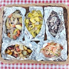 This looks yummy reminds me of my weekends at Chateau Bri ! - Aluminum Foil Dinner ideas that can be cooked over an open fire in the coals or grilled on the BBQ. Great for Camping or Hunting Camps. Foil Packet Meals, Foil Packets, Hobo Dinners, Cooking Tips, Cooking Recipes, Fast Recipes, Fun Cooking, Campfire Food, Thinking Day