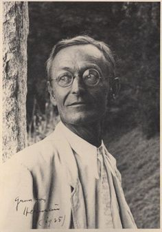 """Unknown photographer, ca. Portrait of Hermann Hesse """"Trees have long thoughts, long-breathing and restful, just as they have longer lives than ours. They are wiser than we are, as long as we do not listen to them. But when we have learned how. Hermann Hesse, Book Writer, Book Authors, Books, Book Nerd, Anais Nin, Der Steppenwolf, Foto Face, Nobel Prize In Literature"""