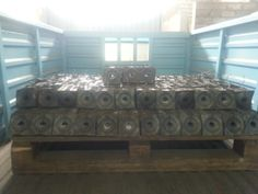 Fabricación de 3500 arandelas cuadradas con prensa excéntrica de 150 toneladas.