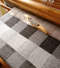 Only natural wool colours. This is awesome! by handwovenbyalicja Weaving Tools, Weaving Projects, Weaving Art, Loom Weaving, Hand Weaving, Weaving Textiles, Weaving Patterns, Weaving Techniques, Yarn Needle