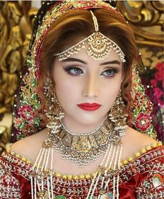 Pretty bride wearing pearl bridal jewellery | Dainty Pearl Mathapatti | Indian wedding jewelry | Bridal look inspiration | Bridal makeup | Gold and pearl traditional jewelry | Makeup for brides | Beautiful eye makeup | Credits: Kashees Official | Every Indian bride's Fav. Wedding E-magazine to read.Here for any marriage advice you need | www.wittyvows.com shares things no one tells brides, covers real weddings, ideas, inspirations, design trends and the right vendors, candid photographers…
