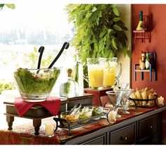 Salad Bar - so inviting for a party : ) Salad Bar, Salad Bowls, Holiday Dinner, Holiday Parties, Taco Party, Salsa Party, Tacos Mexicanos, Margarita Party, Mexican Fiesta Party