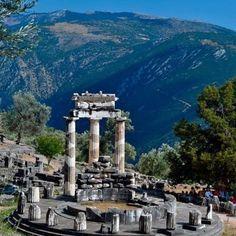 """Tholos de Atenea """"Pronaia"""" - Delfos, Greece"""