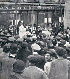 Vendedor de crecepelo en la Glorieta de Bilbao (1910).- Madrid