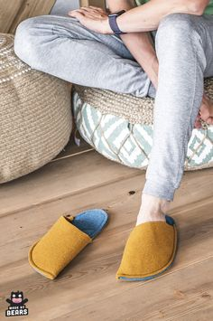 Cozu and warm slippers for your cozy home office. #cozyoffice #homeoffice #homeofficedecor #homeofficeproducts #homeofficeinterior Felted Slippers, Mens Slippers, Fuzzy Slippers, Winter Home Decor, Cute Home Decor, Cozy Home Office, Office Decor, Yellow Slippers, Cozy Christmas