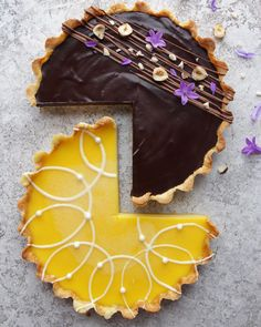 When your two loves meet for the first time Chocolate tart meet...lemon tart! I couldn't decide what to make so I made both (and devoured a quarter of each in the making!) On top is a chocolate ganache tart with a milk chocolate squiggle, toasted hazelnuts and flowers! On the bottom is my faveeee lemon tart with a white chocolate spiral and edible pearls. All inspired by my fave insta account @majachocolat !