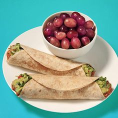 30 lunches under 400 calories  Ingredients  1/2 cup canned low-fat refried beans 1/4 cup salsa 3 tablespoons prepared guacamole 1 cup shredded romaine lettuce 2 small (6-inch) whole-grain tortillas 1 cup red grapes Make It Stir together beans and salsa. Microwave for 1 to 2 minutes. Place warm bean mixture, guacamole, and lettuce on tortillas and roll up. Serve with grapes on the side.