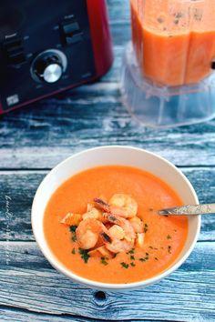 Dacă mă citiţi de mai mult timp, poate că ştiţi că una dintre plăcerile mele este să reproduc acasă mâncărurile care mi-au plăcut la restaurant. De felul meu sunt timidă, nici prin cap nu-mi trece să cer reţeta personalului de la restaurant sau să întreb ceva legat de modul de preparare. Prefer să încerc să … … Continue reading → Healthy Soup, Healthy Recipes, Soup Recipes, Cooking Recipes, Romanian Food, Tasty, Yummy Food, Cream Soup, Thai Red Curry