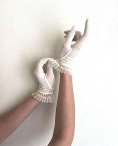 gloves, riverdale, and cheryl blossom image Vintage Gloves, Vintage Tea, Vintage Lace, Claire Fraser, Jamie Fraser, Lizzie Hearts, Wedding Ideias, Tessa Gray, Yennefer Of Vengerberg