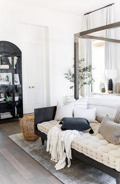 Natural Home Decor .Natural Home Decor Master Bedroom Design, Home Bedroom, Bedroom Furniture, Bedroom Office, Casual Bedroom, Apartment Decoration, Interior Minimalista, Beautiful Bedrooms, Modern Bedrooms