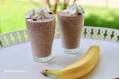 Banana smoothie with chocolate chips! Delicious dessert in a glass! Takes less than 2 minutes to make and tastes like a banana split with chocolate chips & strawberries! Desserts In A Glass, Ice Milk, Smoothie Ingredients, Banana Split, Chocolate Chips, Strawberries, Delicious Desserts, Smoothies, Frozen