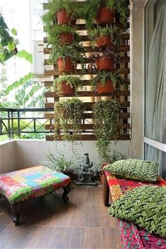 34 Basic Exterior Wall Into an Elegant Vertical Garden and The Perfect - New Deko Sites Small Balcony Design, Small Balcony Garden, Vertical Garden Design, Small Balcony Decor, Vertical Gardens, Patio Design, House Design, Small Balconies, Balcony Gardening