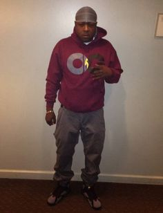 "Celeb Sneaker Game: Jadakiss Rocking Air Jordan 7 ""Bordeaux"" Sneakers"