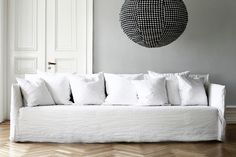 Ghost 14 soffa 260 cm | Soffor/Daybeds | Artilleriet | Inredning Göteborg Furniture Slipcovers, Furniture Decor, House Furniture, White Sofas, Deco Design, Fabric Sofa, Sofa Chair, Soft Furnishings, Living Room