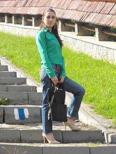 http://www.oasap.com/earrings/33804-leaf-pattern-earrings.html/?fuid=13861