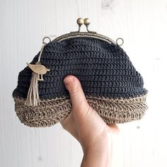 Adorable and cozy small purse totally handcrocheted in a georgeus graphite color soft cotton yarn and natural hemp string fot the base, a combination . Crochet Wallet, Crochet Coin Purse, Crochet Purses, Small Coin Purse, Small Crossbody Bag, Love Crochet, Hand Crochet, Cotton Crochet, Knitted Bags