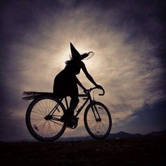 17 Best images about Bike Halloween Feliz Halloween, Holidays Halloween, Happy Halloween, Halloween Witches, The Worst Witch, Season Of The Witch, Witch Art, Wicked Witch, Oui Oui