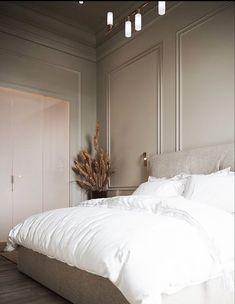 Klassieke slaapkamer Gothic Home Decor, Home Decor Bedroom, Classy Bedroom Ideas, Bedroom Decorating Ideas, Romantic Bedroom Decor, Master Bedroom Interior, Bedroom Interiors, White Interiors, Bedroom Art