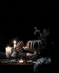 Food — Carole Poirot - Christmas Bundt Cake with White Chocolate Ganache. Christmas Food Photography, Rustic Food Photography, Cupcake Photography, Dark Christmas, Christmas Mood, Merry Christmas, Xmas Food, Christmas Inspiration, Belle Photo