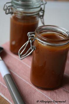 Caramel noix de coco 150 g de sucre Bio / 100 g de crème de noix de coco Bio / 20 g d'huile de coco Bio / une pinceé de fleur de sel
