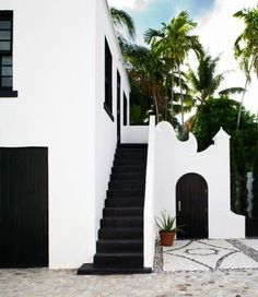 black and white exterior pinned by barefootstyling.com